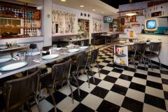 Innenraum-des-50s-Prime-Time-Cafes