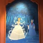Aschenputte und die gute Fee auf einem Wandgemälde