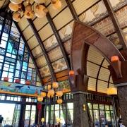 Hotellobby mit Kanubogen