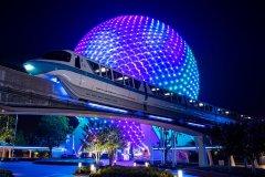 Monorail Blue vor Spaceship Earth