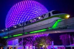 Monorail Green vor Spaceship Earth