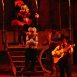 Lagerfeuer-Atmosphäre mit Mickey