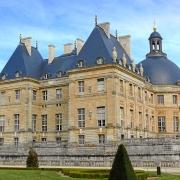 Eine seitliche Ansicht des grandiosen Chateau Vaux-le-Vicomte