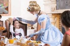 Cinderella-bie-Abendessen