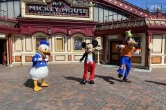 Donald, Mickey, Goofy und viele andere wird man auch während der Corona Schutzmaßnahmen treffen können