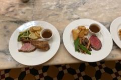 Gerichte im Plaza Garden mit Roast Beef