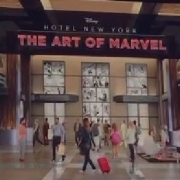 Eingang des Marvel Art Hotels in Disneyland Paris
