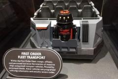 Die Fahrzeuge für Battle Escape fahren wahrscheinlich mit einem Trackless Ride System