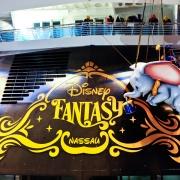 Jedes Schiff hat seine eigene Disney Figur am Heck, hier Dumbo auf der Disney Fantasy