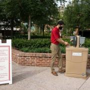 Neuen Handwaschstation, die im Einkaufs-, Speise- und Unterhaltungsviertel Disney Springs