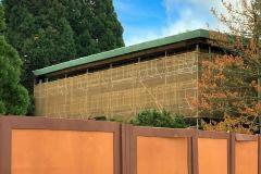 Gerüst an der Fassade des  Disney Hotels Sequoia Lodge