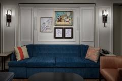 In den Zimmern findet man viele Kunstgegenstände und Gemälde