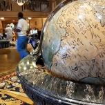 Globus in der Hotellobby