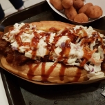 Großer Hot Dog bei Caseys Corner