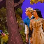 Pocahontas und John Smith bei Forest of Enchantment
