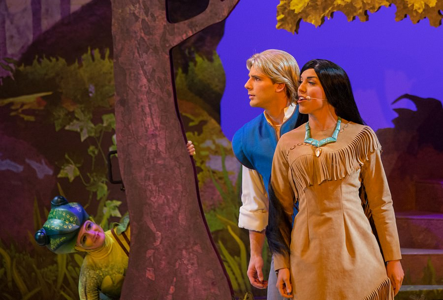 Pocahontas und John Smith bei Forest of Enchantment