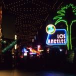 LA Bar & Grill bei Nacht