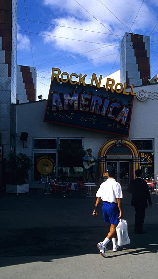 Discothèque Hurricanes (1992-14 mars 2010) - Page 12 Restaurants-rock-n-roll-america