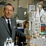 Der Uhrturm von Small World im Disneyland Anaheim