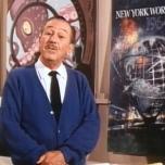 Walt Disney vor einem Plakat für die Weltausstellung 1964