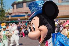 Mickey Mouse im Geburtstagskostüm