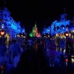 Main Street und Schloss bei Nacht