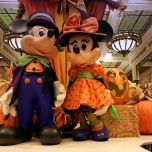Mickey & Minnie im Halloween Outfit