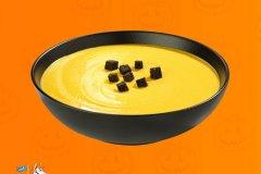 Kürbissuppe mit Frischkäse und Croutons