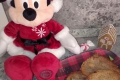 Minnie Mouse freut sich auf die fertigen Cookies