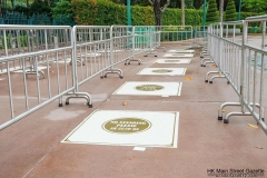 Hong-Kong-Disneyland-Security-Check-Abstand