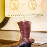 Die klassische Lampe im Cowboy-Stiefel-Look bleibt erhalten