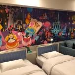 Das Zimmer ist nett thematisiert und bietet viel Platz für Familien
