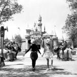 Mickey und Donald am Eröffnungstag von Disneyland