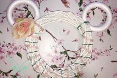 Minnie Mouse Türkranz Schritt 3: Blumen werden angebracht