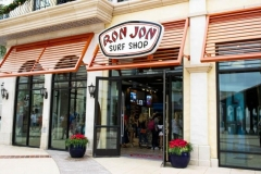Eingang von Ron Jon Surf Shop in Disney Springs