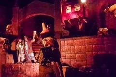 Feiernde Piraten nach der Plünderung