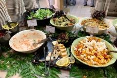 Salatbuffet mit gemischten Salaten