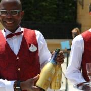 Ein Glas Champagner, eigenes für das Chez Remy kreiert, zum Empfang