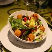 Die Vorspeise: Salat mit Käse