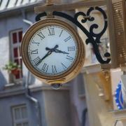 großartige Uhr am Place de Remy