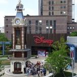Die Fassade des Disney Stores in Shanghai