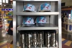 Merchandise-zum-45.-Jubiläum-von-Space-Mountain-Kappe-und-Tumbler