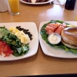 Frühstücksbagel im Jaybird's Restaurant