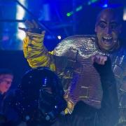 Irrer Blick eines Tänzers bei der Star Wars Party