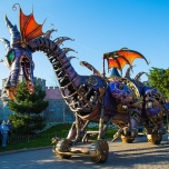 maleficent-drache-disney-stars-on-parade-1