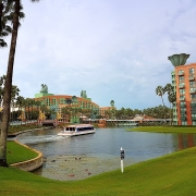 Wasser Taxi zu den Hotels Swan & Dolphin