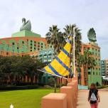Boardwalk in Richtung Swan Hotel