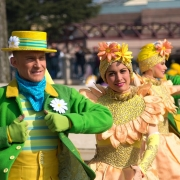 Detailaufnahme der Tänzer von Goofy's Garden Party