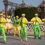 Tänzer zum Autfakt von Goofy's Garden Party