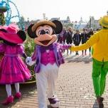 Mickey und Minnie tanzen bei Goofy's Garden Party